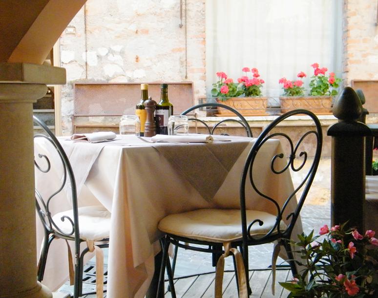 Tavolo della Tavernetta Maria Callas